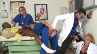 Partouze interracial de Krissy Lynn à l'hopital