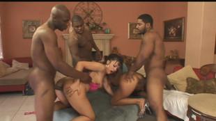 Trois blacks partouzent Sandra romain et Ricki White