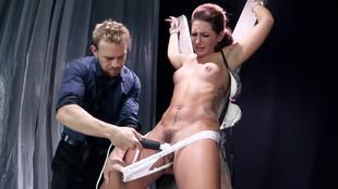 Savannah Fox soumise aux plaisirs BDSM