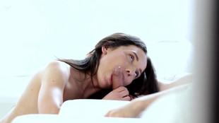 Nataly Gold comble ses désirs sexuels