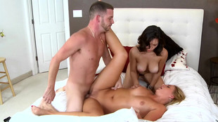Un trio de baise chaude en compagnie de Payton Simmons et Shae Summers