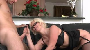 Kaylee Brookshire chevauche un pénis à cœur joie