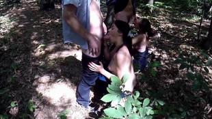 Partouze chaude avec deux françaises dans les bois