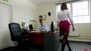 Samantha Bentley est une secrétaire très chienne