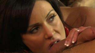 Kendra Lust pimente sa matinée au sexe