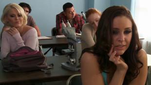 Gracie Glam suce un étudiant après les cours