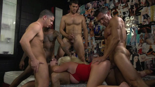 Alexis Ford est une escort friande du sexe en groupe