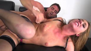 Maddy OReilly violemment niquée par un viril en rut