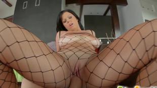Défonce vaginale d'une chaudasse brune aux gros nénés