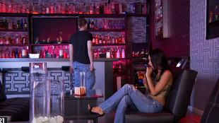 Interracial de Josie Jagger baisée dans un bar