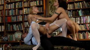 Cindy Hope et son mec se tapent une employée sodomite soumise