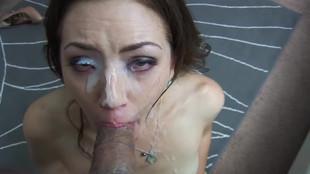 Sarah shevon se fait une beauté au sperme